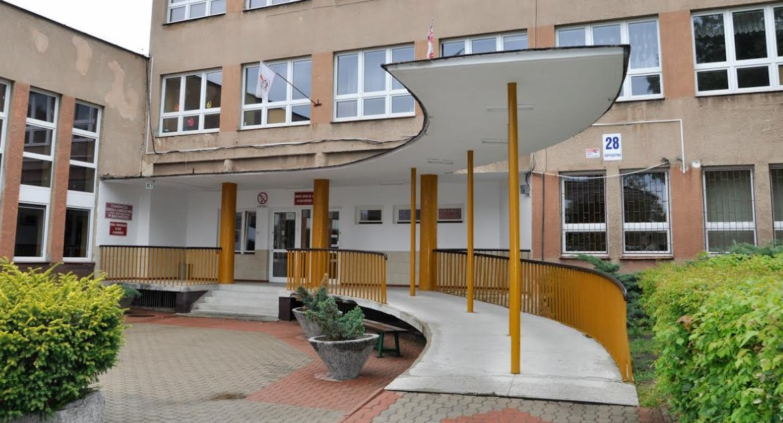 Wiadomości, Dyrektorka szkoły zwolniona pracy Zostały emerytury - zdjęcie, fotografia
