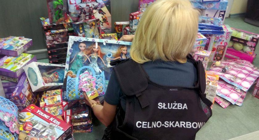 Wiadomości, Handlował podrobionymi zabawkami Stanie teraz przed sądem - zdjęcie, fotografia