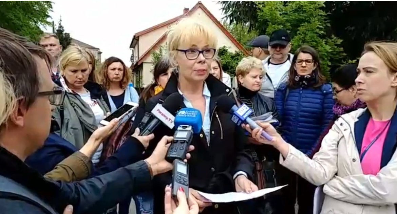 Wiadomości, Była dyrektor szkoły dwóch sądów skieruje rozpatrzenia sprawę swojego odwołania - zdjęcie, fotografia