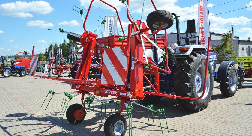 Gospodarka, Rolnicy kupujący ciągniki mogą liczyć wsparcie - zdjęcie, fotografia