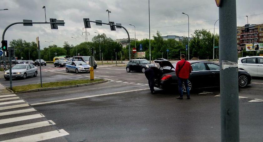 KOLIZJA 24, zdarzeniu drogowym zablokowany ruchu Piastowskiej - zdjęcie, fotografia