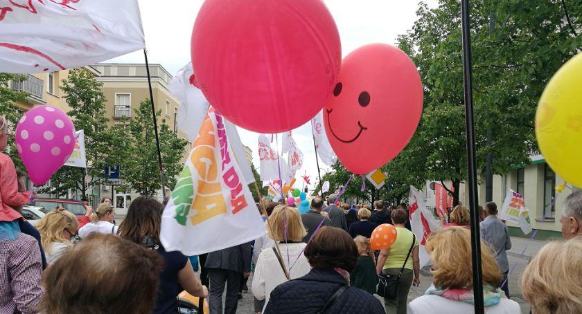 Wiadomości, Kilkaset osób przeszło Marszu Życia Rodziny - zdjęcie, fotografia