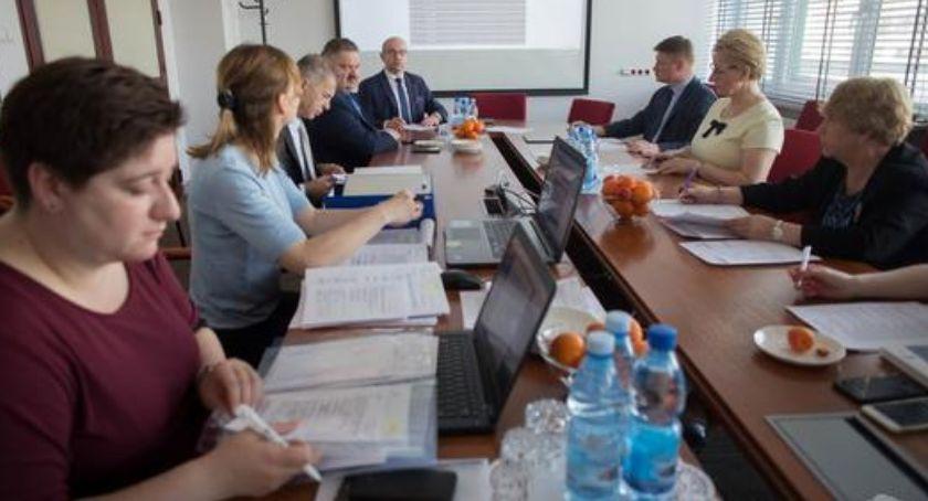 Wiadomości, Mieszkańcy Juchnowca dzięki dotacji będą mogli wrócić aktywności zawodowej - zdjęcie, fotografia
