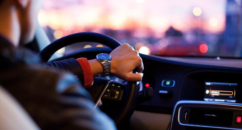 Motoryzacja, Więcej zgłoszeń piratów drogowych - zdjęcie, fotografia