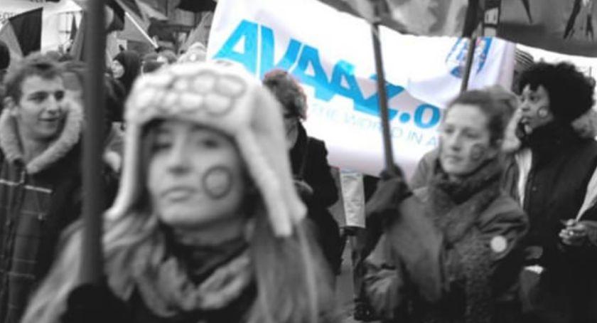 Felietony, prozą AVAAZ rozsyła swoim członkom maila - zdjęcie, fotografia