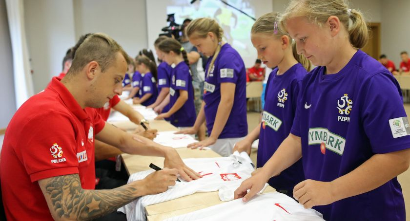 Piłka nożna, Najlepsze piłkarki piłkarze spotkają reprezentacją narodową - zdjęcie, fotografia