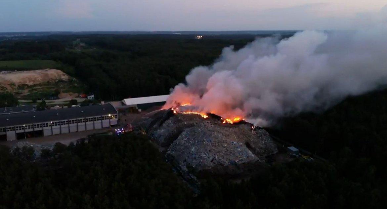 Wiadomości, Pożar Studziankach ugaszono dopiero wczoraj przed południem dalej sortownią odpadów - zdjęcie, fotografia