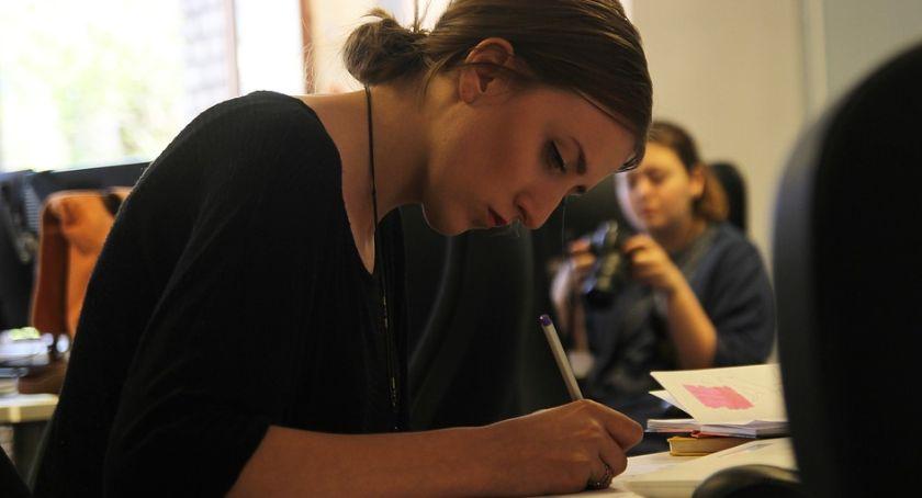 Wiadomości, Student pracy wakacjach umowy składki świadczenia - zdjęcie, fotografia