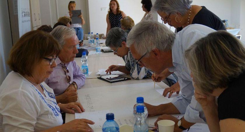 Wiadomości, Seniorzy będą uczyć debatowania - zdjęcie, fotografia