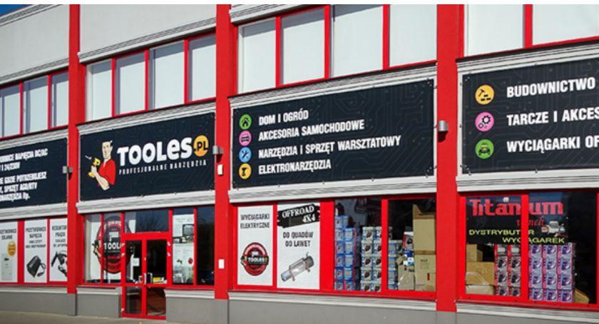 Lokalny biznes, Większy sklep magazyn Tooles - zdjęcie, fotografia