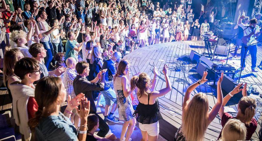 Kultura, Amfiteatr opery znów będzie gościnny gwiazd publiczności Halfway'a - zdjęcie, fotografia