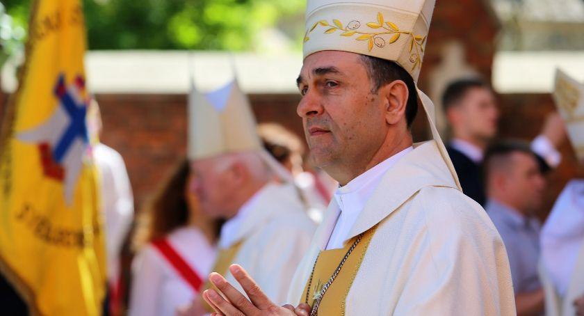Wiadomości, biskup diecezji drohiczyńskiej Poprzedni udaje emeryturę - zdjęcie, fotografia
