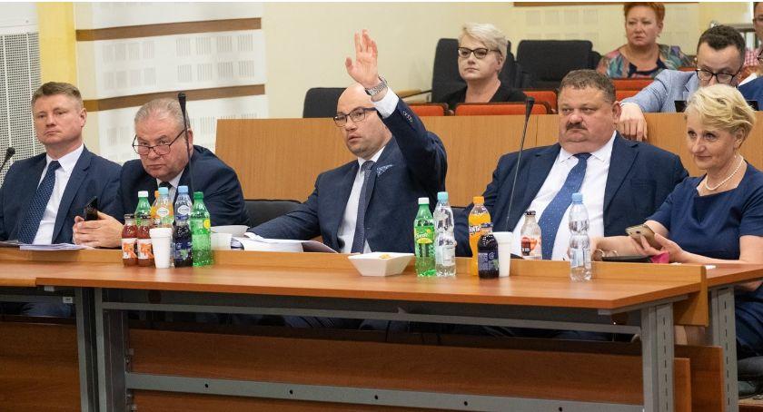 Polityka, Będzie głosowanie odwołanie zarządu województwa Wszystko przez nieobecność radnej - zdjęcie, fotografia