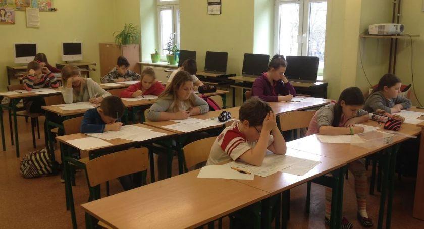 Wiadomości, Prawie złotych wsparcie uczniów szkół podstawowych - zdjęcie, fotografia