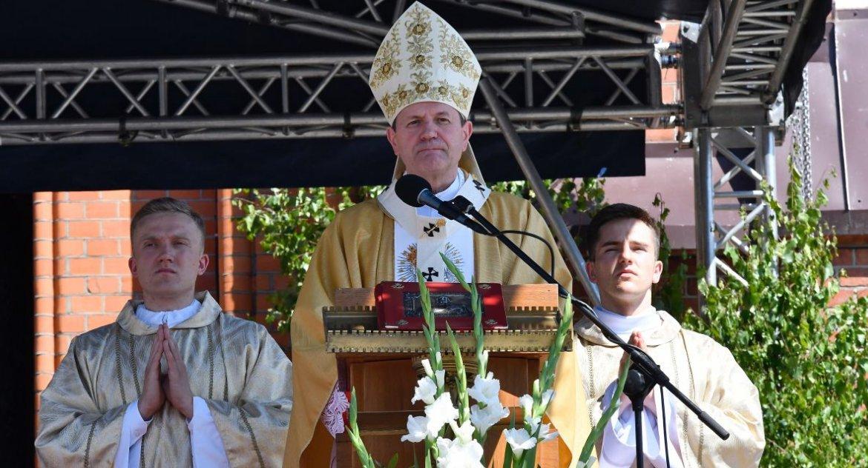 Wiadomości, Arcybiskup Wojda możemy pozwolić wyśmiewano wartości najświętsze - zdjęcie, fotografia