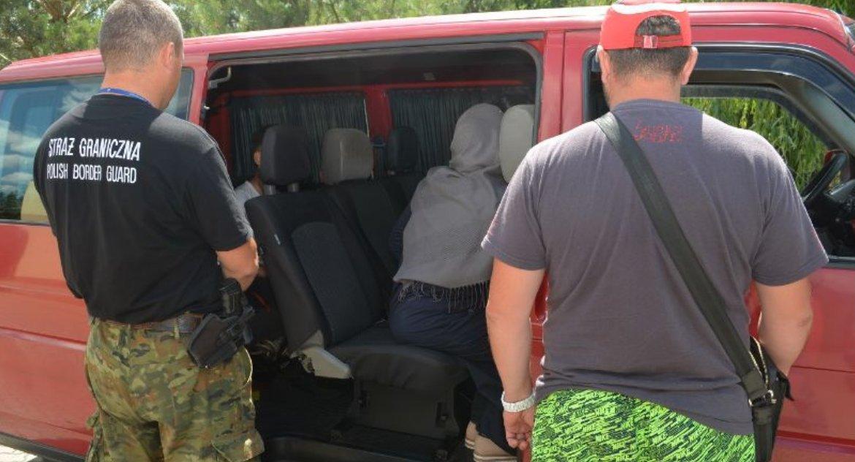 Wiadomości, nielegalnie próbuje przekraczać granicę - zdjęcie, fotografia