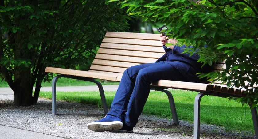 Gospodarka, Młodzi Polacy stanie wytrzymać telefonów - zdjęcie, fotografia
