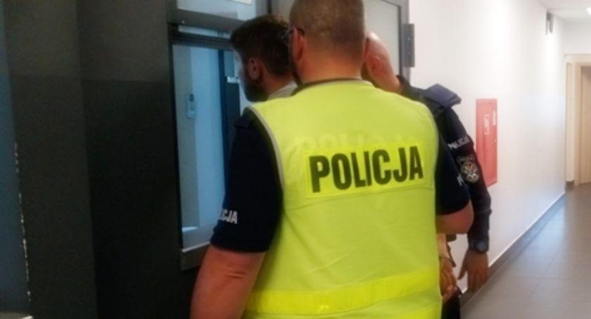 Wiadomości, Policja ustaliła zatrzymała trzech sprawców pobicia - zdjęcie, fotografia