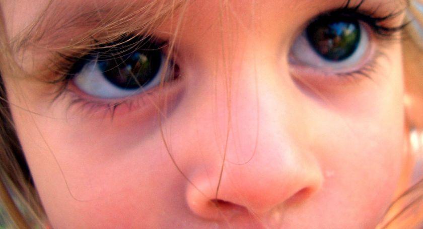 Wiadomości, Polskie dzieci molestowane seksualnie Doświadczyło około małoletnich - zdjęcie, fotografia