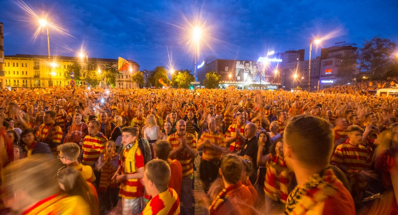 Piłka nożna, Białegostoku mają przyjechać kibice całej Polski - zdjęcie, fotografia
