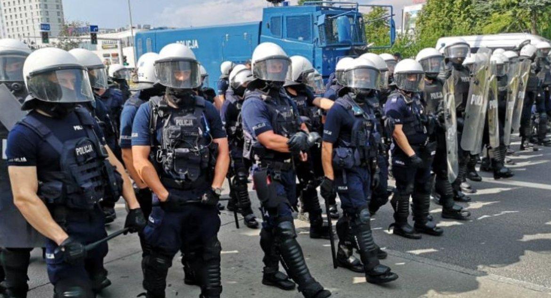 Wiadomości, Gorąco Białymstoku Marsz wysokiego ryzyka stał faktem zaatakowano policjantów - zdjęcie, fotografia