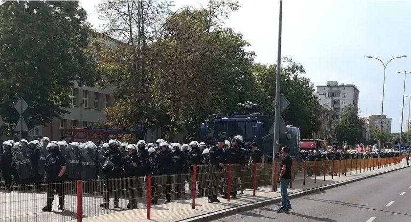 Wiadomości, Uczestnik Marszu Równości relacjonuje Było groźnie policjanci wyglądali przestraszonych - zdjęcie, fotografia