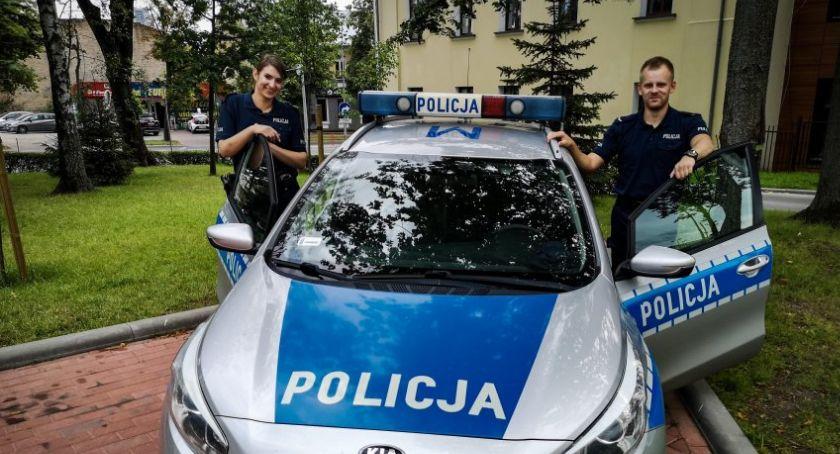 Wiadomości, Policjanci przybyli Ranny mężczyzna żyje - zdjęcie, fotografia