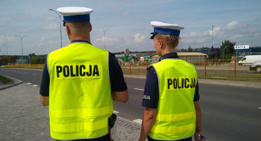 Wiadomości, Policjanci przypominają bezpieczeństwie niechronionym uczestnikom ruchu drogowego - zdjęcie, fotografia