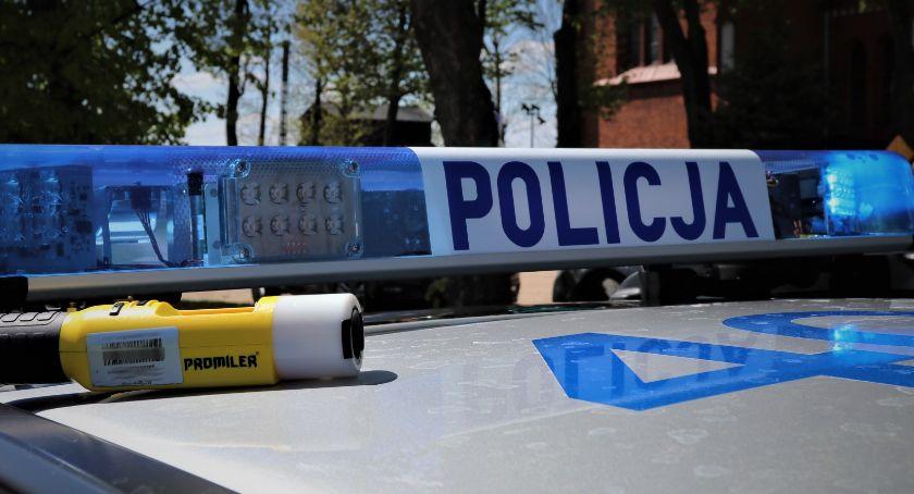 Motoryzacja, Nietrzeźwego kierowcę powstrzymał przed dalszą jazdą policjant służbie - zdjęcie, fotografia