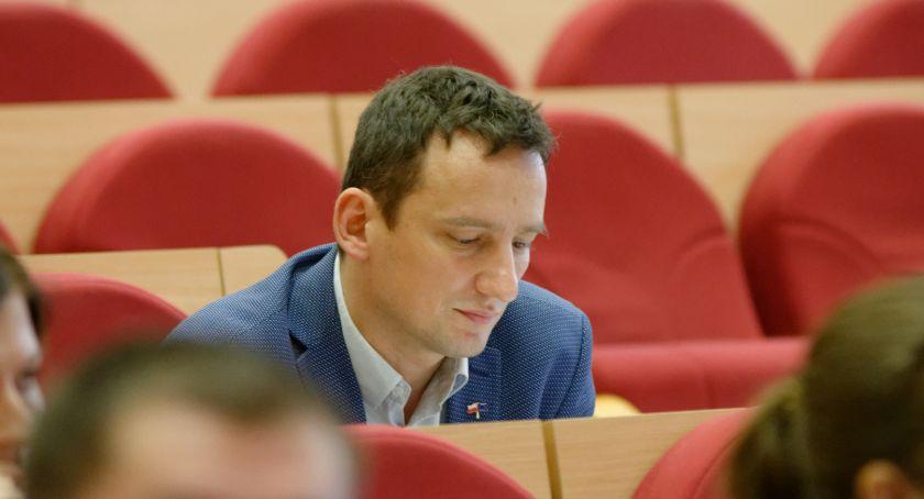Polityka, Radny Biernacki wciąż nauczył odpowiedzialności słowa - zdjęcie, fotografia