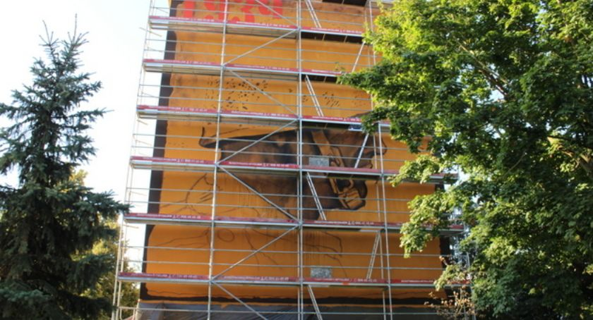 Wiadomości, Łomży powstaje patriotyczny mural - zdjęcie, fotografia