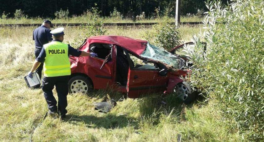 KOLIZJA 24, Osowcem dachował samochód Śmigłowiec musiał zabrać kierowcę szpitala - zdjęcie, fotografia