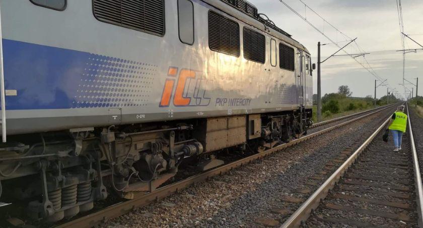 Wiadomości, niestrzeżonym przejeździe kolejowym zginęła dwójka młodych ludzi - zdjęcie, fotografia