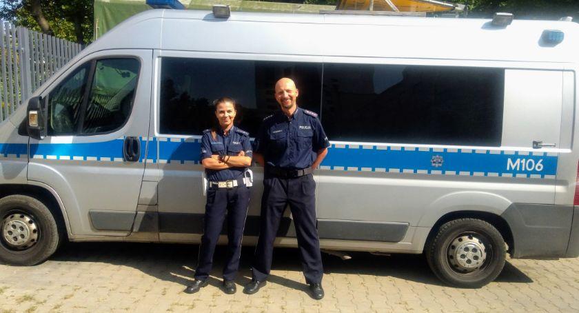 Wiadomości, Policyjne małżeństwo pomogło Słowacji rannemu wypadku mężczyźnie - zdjęcie, fotografia