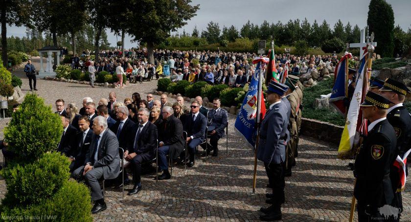 Wiadomości, Świętej przybyli parlamentarzyści samorządowcy urzędnicy Modlili wspólnie - zdjęcie, fotografia