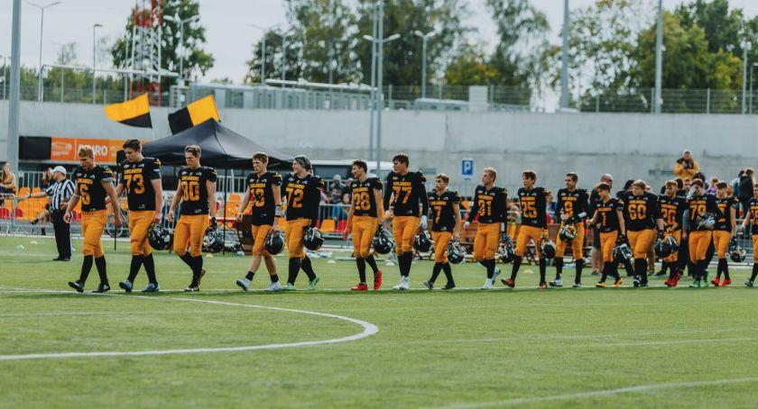 Sport, Młodsza drużyna Lowlanders wygrała własnym boisku - zdjęcie, fotografia