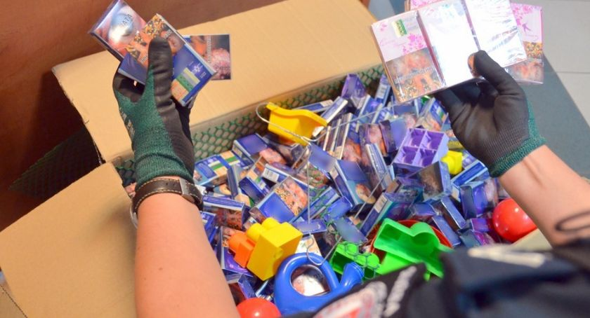 Wiadomości, Paczki wkładką miały trafić Wielkiej Brytanii dotrą - zdjęcie, fotografia