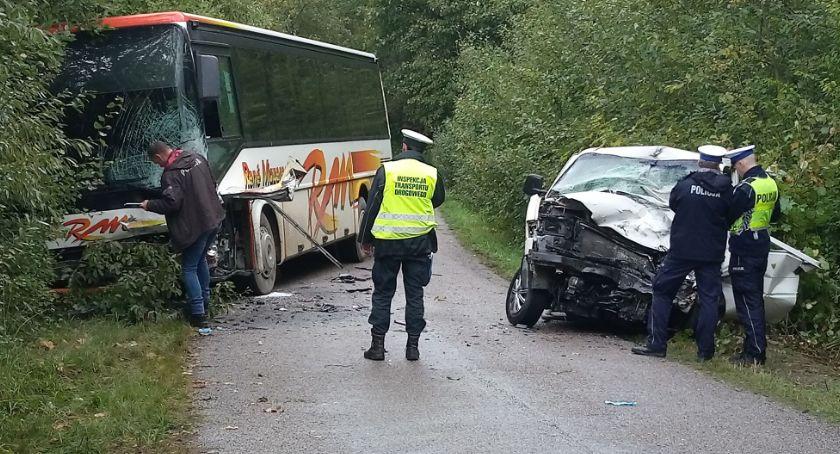 KOLIZJA 24, Niedaleko Jeżewa szkolny autobus zderzył transporterem - zdjęcie, fotografia