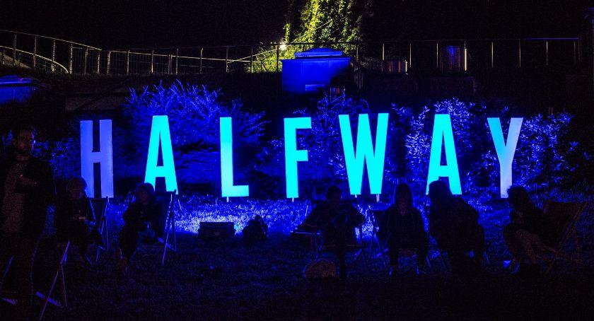 Kultura, dalej festiwalem Halfway Wiadomo pewno bardzo kosztowny - zdjęcie, fotografia