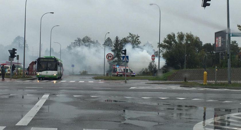 Wiadomości, Zielonych Wzgórzach płonie pustostan Pożar objął cały budynek - zdjęcie, fotografia
