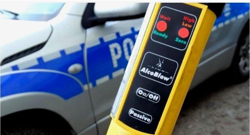 Motoryzacja, Pijany kierowca spowodował zdarzenie drogowe uciekł - zdjęcie, fotografia