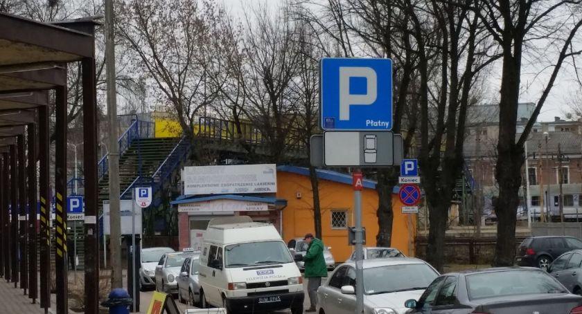 Motoryzacja, wiedzieć wolne miejsce parkingu zanim niego wjedziemy - zdjęcie, fotografia