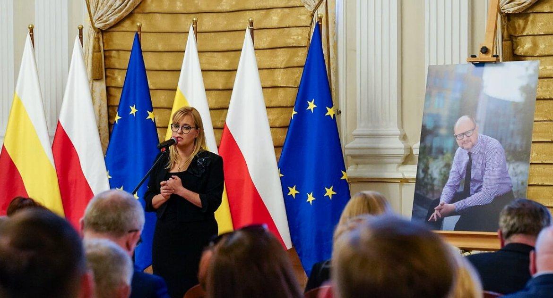 Polityka, Adamowicza można było wyprowadzić kajdankach Został honorowym obywatelem Białegostoku - zdjęcie, fotografia