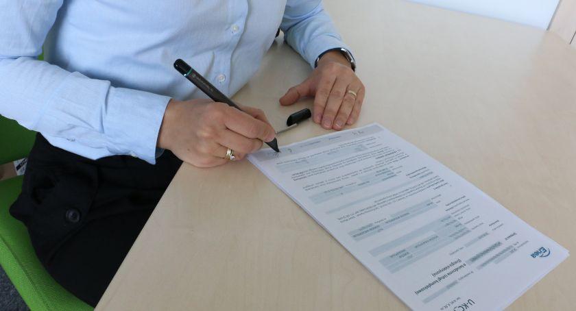 Gospodarka, Elektronicznym długopisem szybciej podpiszesz umowę - zdjęcie, fotografia