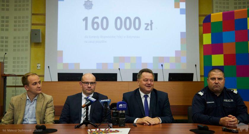 Wiadomości, Policjanci będą mieli radiowozy dotacji marszałka województwa - zdjęcie, fotografia