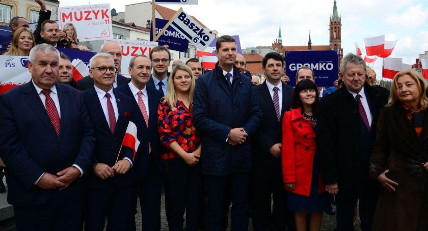 Polityka, zadowolony kampanii wyborczej Liczy wygraną - zdjęcie, fotografia