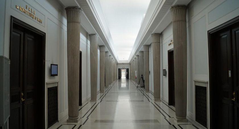 Wiadomości, Jedne wybory skończyły zaczną samorządowcy zmieniają miejsce pracy - zdjęcie, fotografia