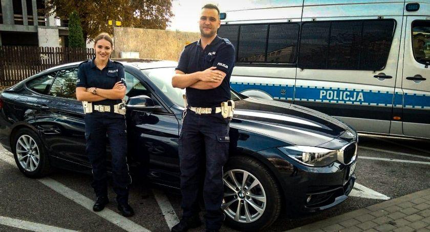 Wiadomości, Policjanci nigdy bagatelizują słów kiedy ktoś prosi pomoc dotarciu szpitala - zdjęcie, fotografia
