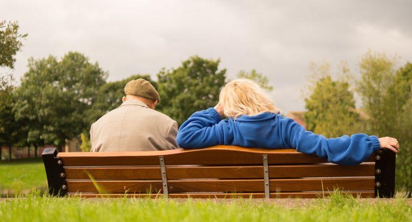 Gospodarka, Polscy emeryci lekko mają rosną szybciej emerytury - zdjęcie, fotografia