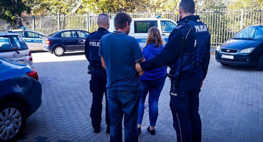 Wiadomości, znalazła rękach policjantów niszczenie mienia - zdjęcie, fotografia